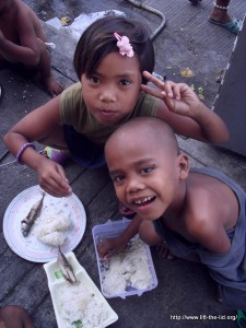 Mealtime at The School in a Cart, Cubao, Philippines